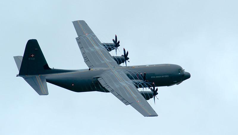 Wojskowy samolot transportowy podczas duńskiego AirShow w Aalborgu