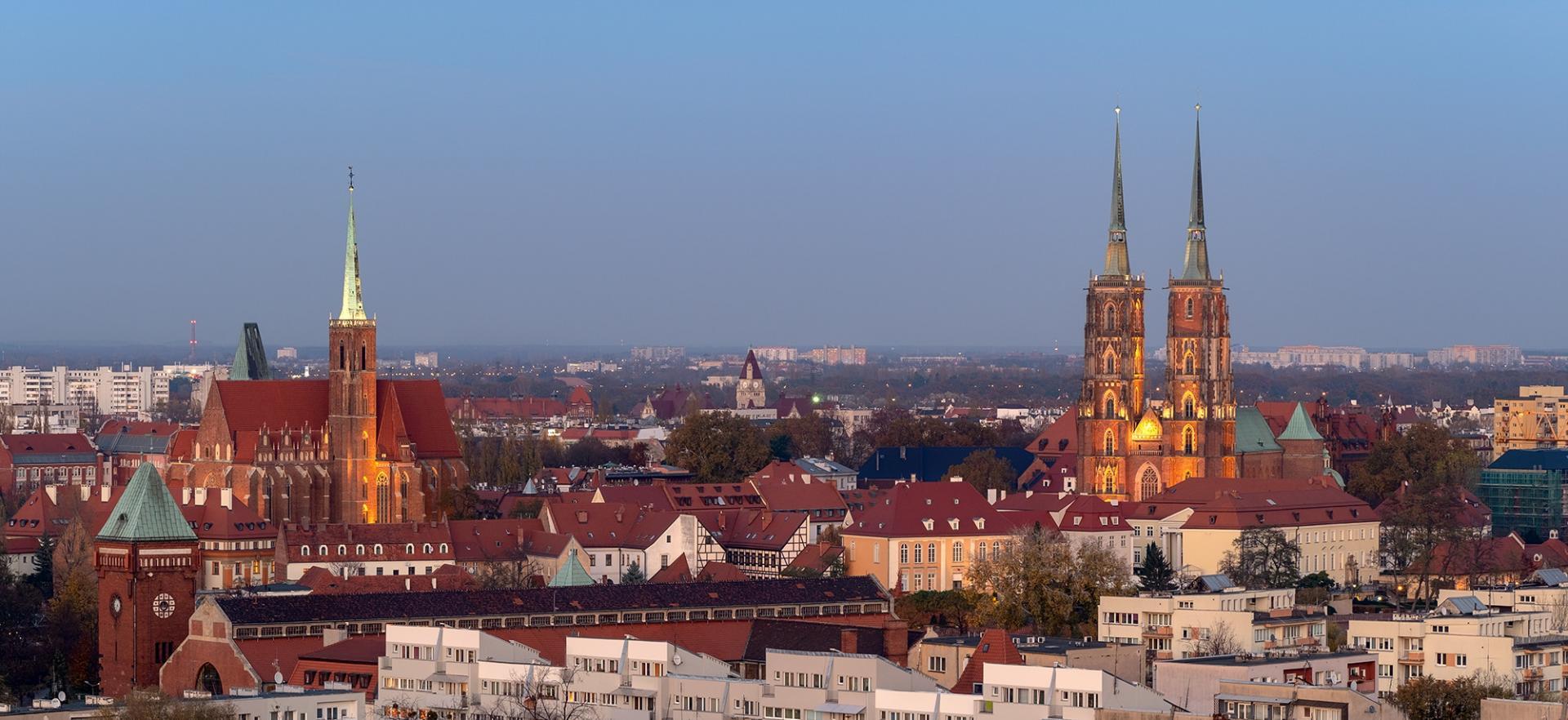 Wrocławskie kościoły na Ostrowie Tumskim widdziane z góry.
