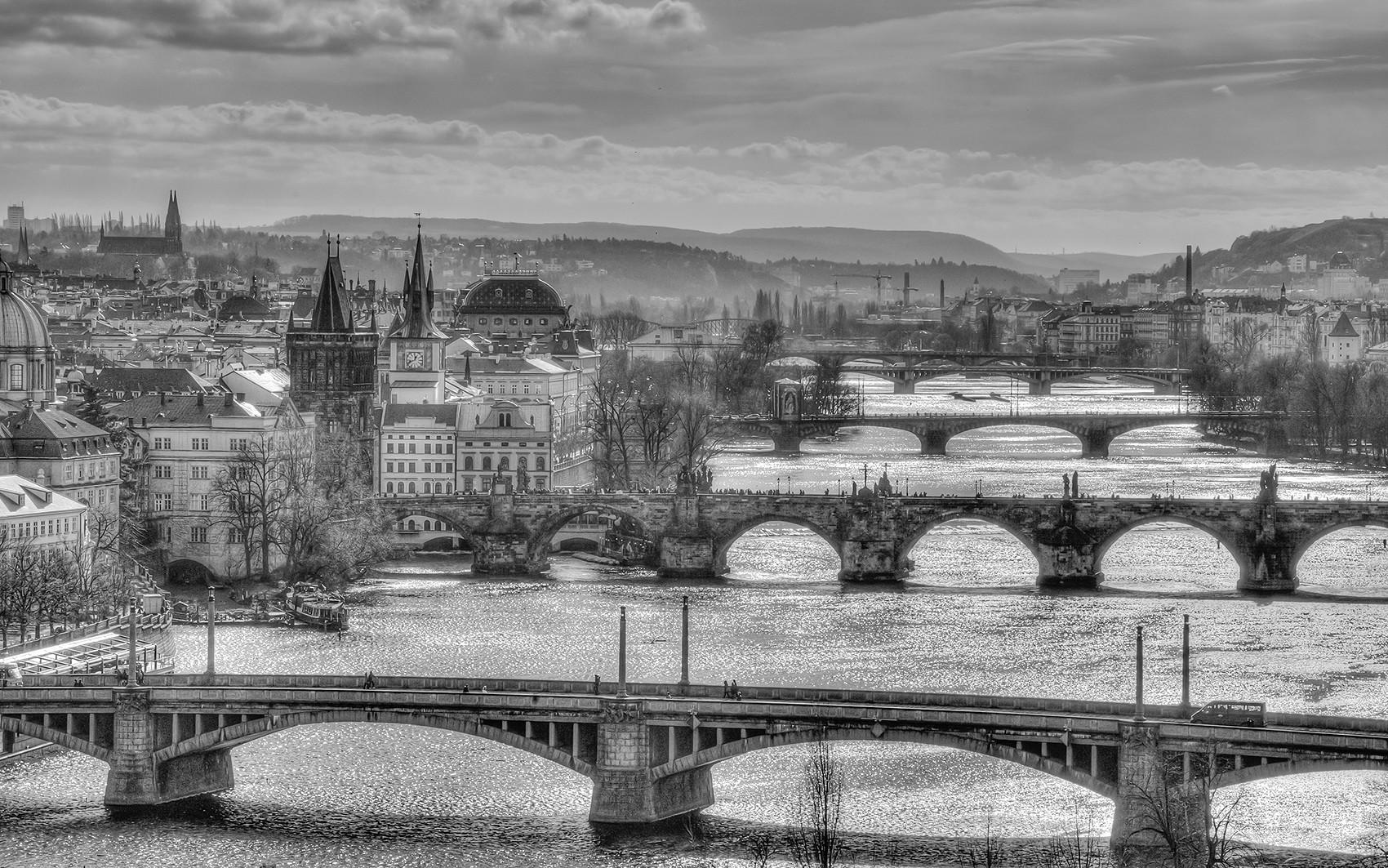 Praska panorama i mosty nad Wełtawą