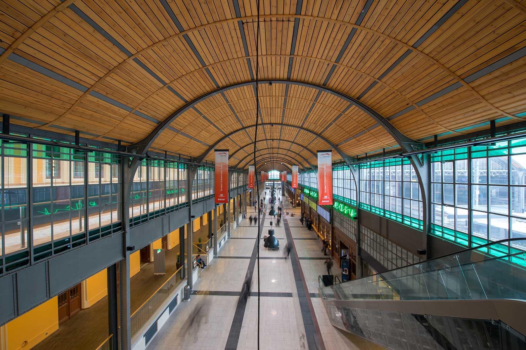 Dworzec Główny we Wrocławiu - hol dworcowy