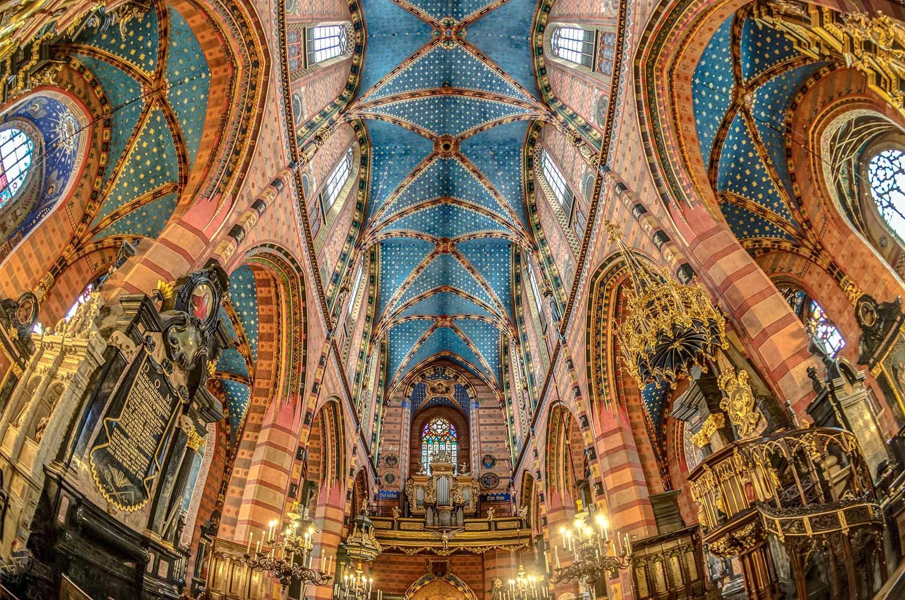Wnętrze Kościoła Mariackiego w Katedrze