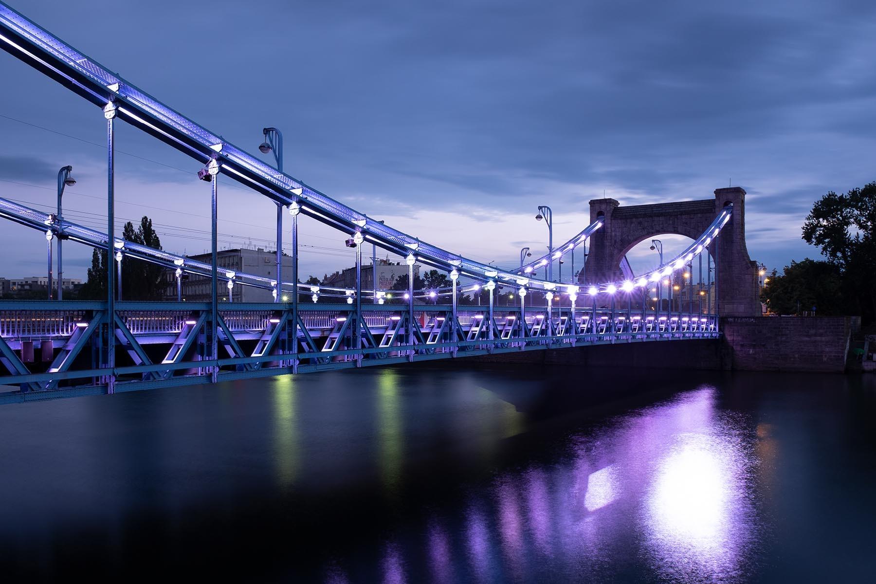 Most Grunwaldzki w niebieskiej godzinie.