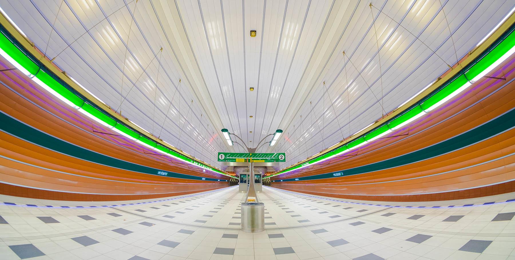 Kolory praskiej stacji metra.