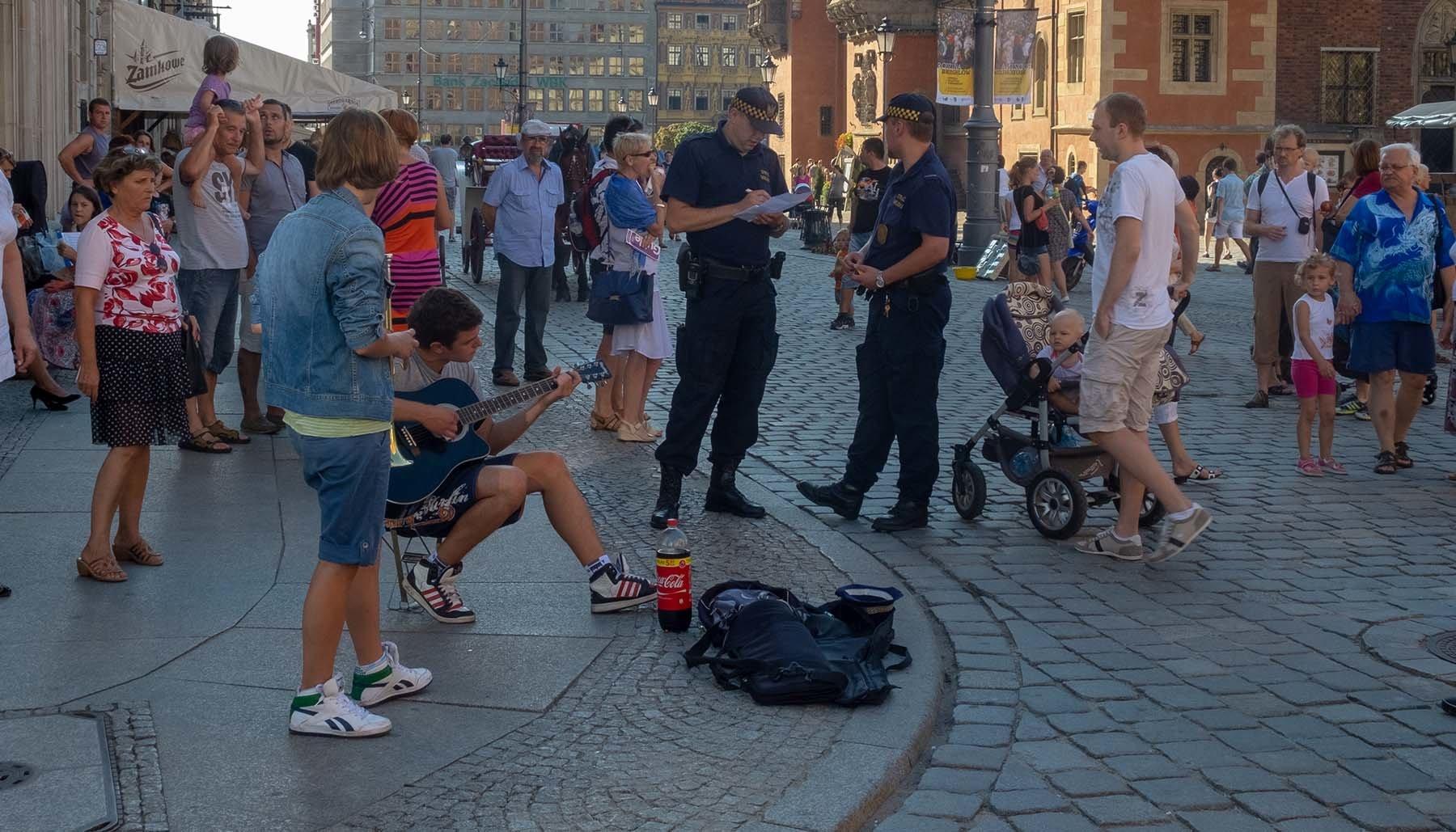 Interwencja straży miejskiej na wrocławskim rynku