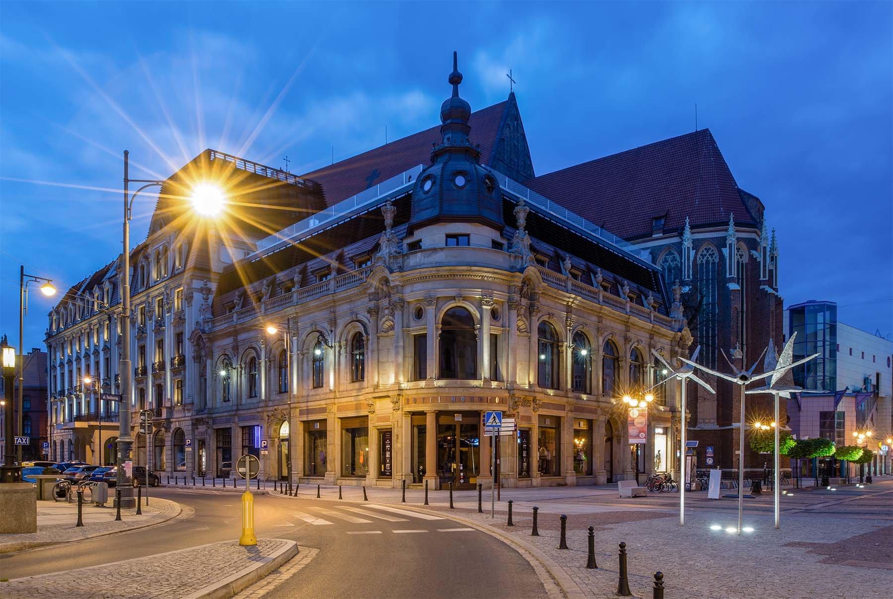Odremontowany Hotel Monopol we Wrocławiu i ul. Świdnicka