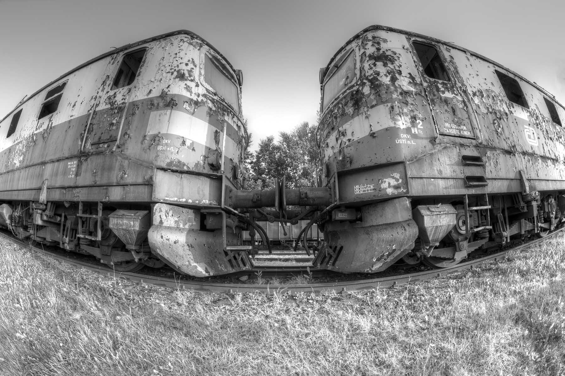 Stare lokomotywy w porcie miejskim we Wrocławiu