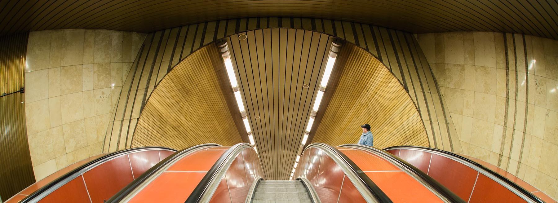 Schody ruchome w praskim metrze