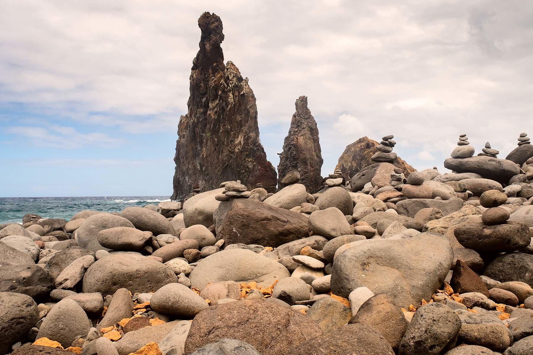 Kamienista plaża na Maderze